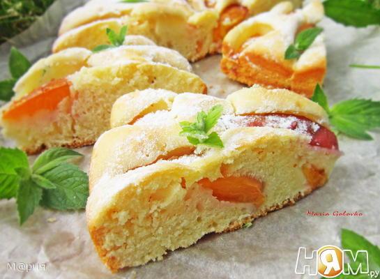 Бисквитный пирог с нектарином