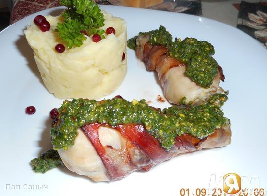 Рецепт Куриные голени в беконе под фисташковым песто