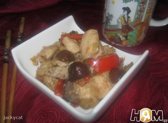 Салат из куриной грудинки с каштанами