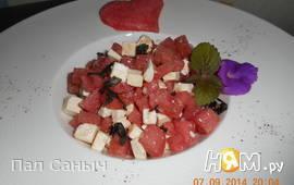 Салат из арбуза с фетой и базиликом