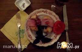 Грилованные персики с беконом и базиликом