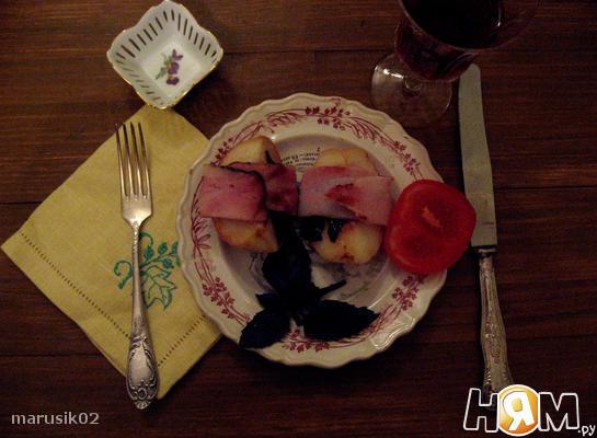 Рецепт Грилованные персики с беконом и базиликом