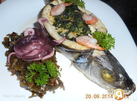 Рецепт Сибас, запеченый со шпинатом, сыром и креветками