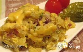 Жареный картофель с яйцом и сыром