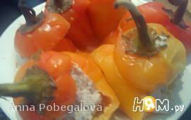 Перец, фаршированный куриным фаршем с сыром