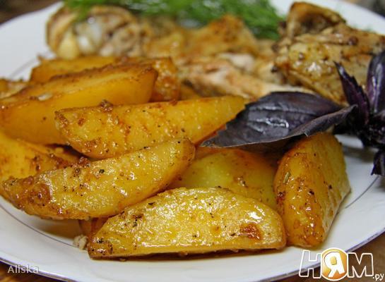 Картофель, запеченный  соевом соусе.