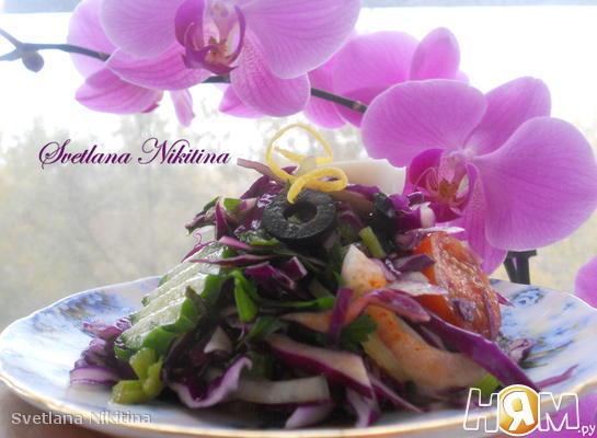 Свежий салат с краснокачанной капустой
