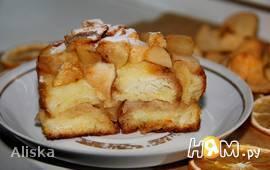 Хлебный пудинг с яблоками.