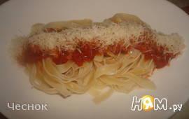 Спагетти-гнезда с томатным соусом