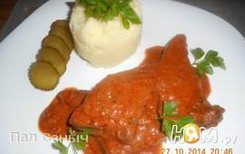 Печень, тушеная в томатно-сметанном соусе