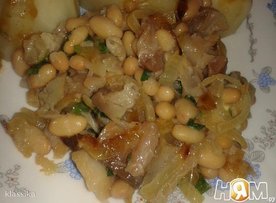 Салат из белой фасоли со скумбрией