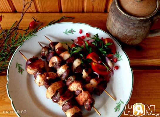 Рецепт Шашлычки из куриных сердечек и грудки