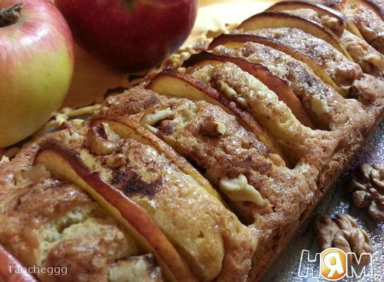Яблочный кекс с орехами