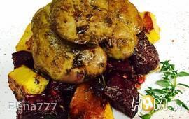 Печень куриная с овощами, под ароматными травами