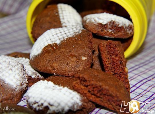 Рецепт Шоколадное печенье с изюмом и орехами