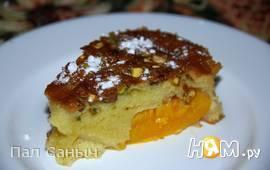 Фисташковая шарлотка с персиками