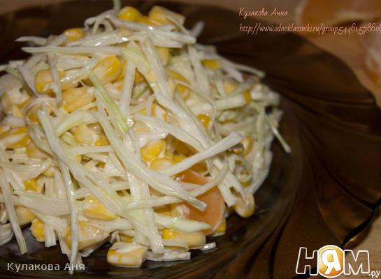 Рецепт Салат с капустой, кукурузой и мандаринами
