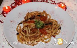 Букатини с помидорами  и трюфельным соусом