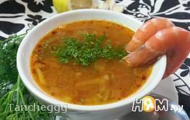 Томатно-фасолевый суп с креветками
