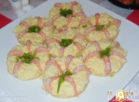 Салат на ананасовых кольцах