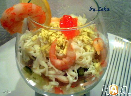 Салат с кальмарами и грушей