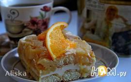 Сливочный десерт с фруктами