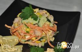 Салат из копчёной курицы с овощами и сыром