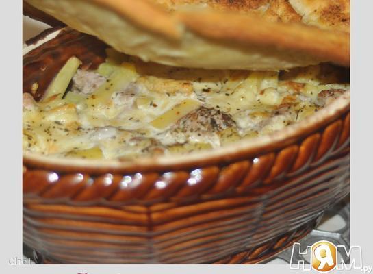 Рецепт Жаркое в горшочке под ароматной слойкой