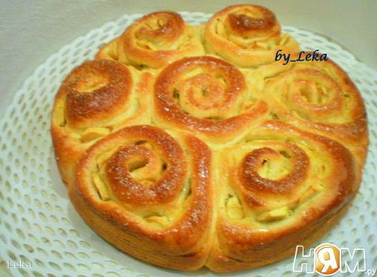 Пирог с яблоками и  тройной начинкой