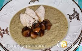 Крем суп из курицы и кабачков с грибами
