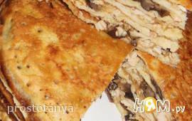 Блинчатый пирог с курицей, сыром и грибами