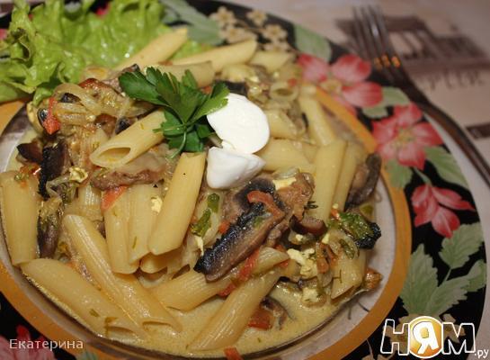Рецепт Пенне с грибами, томатами и тремя видами сыра
