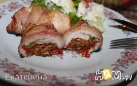 Куриные рулеты с овощами и грудинкой
