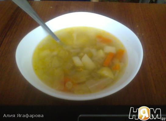 Овощной суп с горошком и капустой