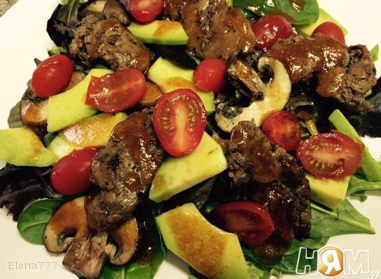 Рецепт Тёплый салат с куриной печенью, грибами и авокадо