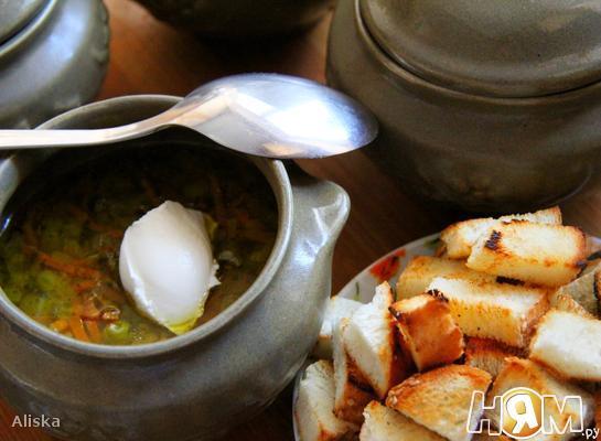 Суп с зеленым горошком в горшочке