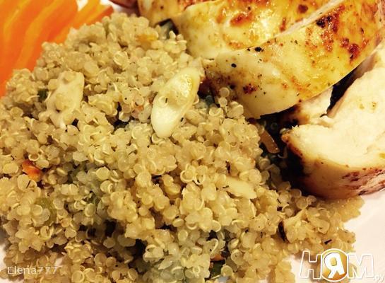 Плов из киноа (Quinoa pilaf) с миндалем