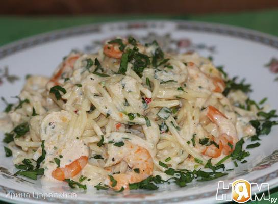 Рецепт Спагетти в чесночно-сливочном соусе с креветками