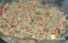 Салат с форелью, сыром и помидорками черри