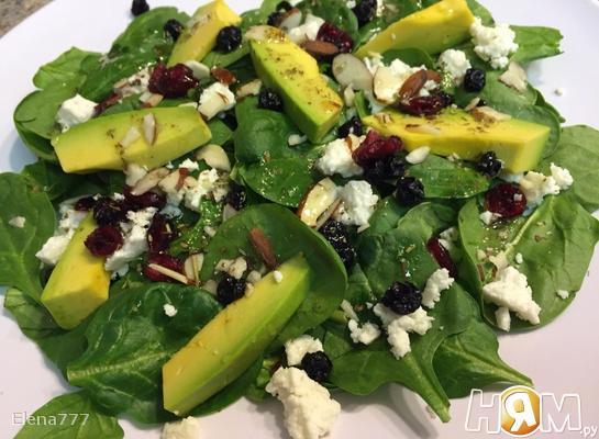 Рецепт Салат со шпинатом, авокадо и сушеной ягодой