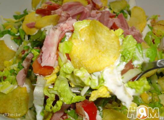 Салат с пекинской капустой, сыром и ветчиной