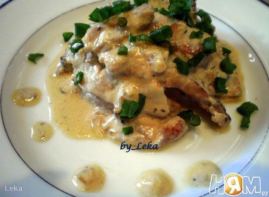 Рецепт Тушенные бычьи яйца с винно-сметанным соусом
