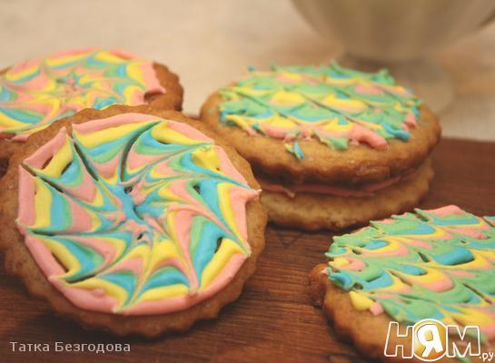 Песочное печенье в ярком айсинге