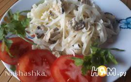 Мидии с рисовой лапшой в сливках