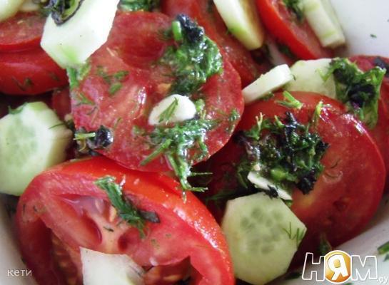 Маринованный  салат из помидоров с огурцами
