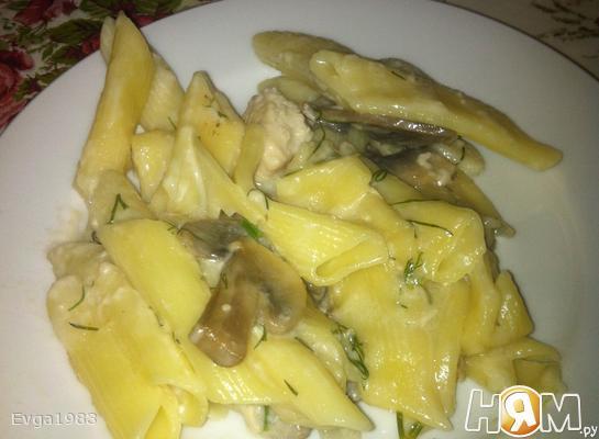 Макароны с грибами и курицей в сливочном соусе