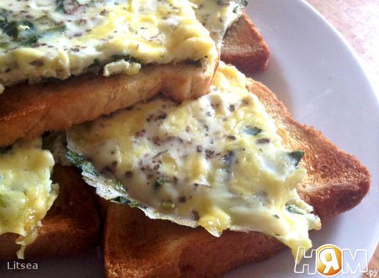 Рецепт Яичница с зеленью и сыром на завтрак