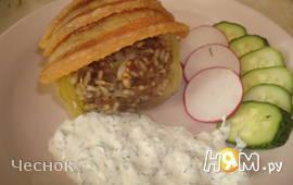 Перцы фаршированные с беконом и сметанным соусом