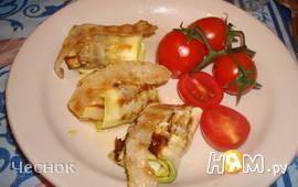 Рулеты из кабачков с беконом и сыром