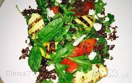 Салат с овощами-гриль, киноа и козьего сыра